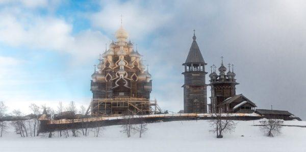 В Кижах завершают реставрацию уникальной Преображенской церкви