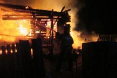 В Нижегородской области студент спас семью с ребенком из горящего дома