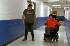 Американский подросток два года копил деньги на электрическую коляску для своего друга