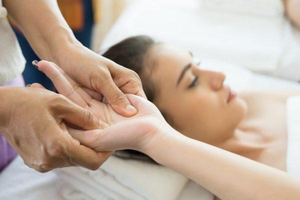 «А мне помогает!» Остеопатия – психотерапия, целительство или медицина