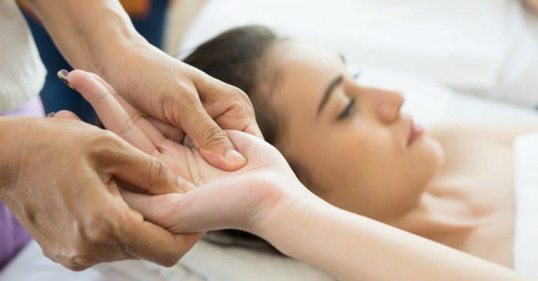 Что такое остеопатия и как она лечит