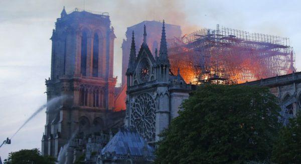 МВД Франции: Собор Парижской Богоматери могут не спасти