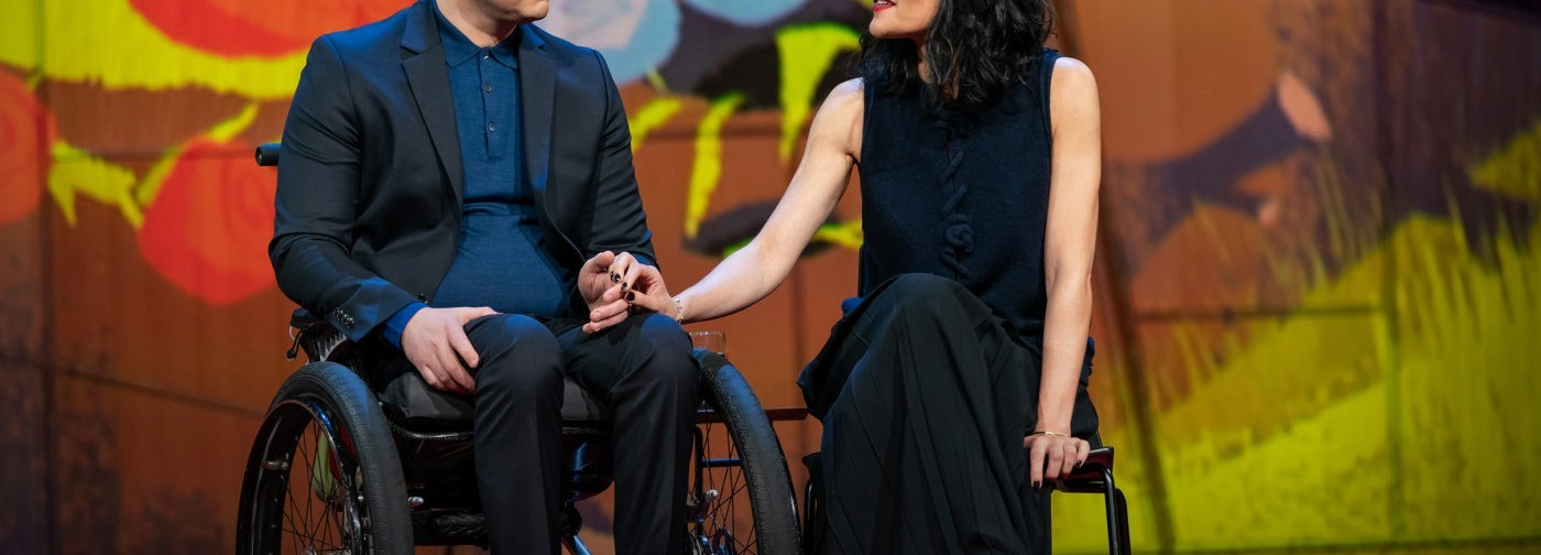 Он стал первым человеком с экзоскелетом. Как слепой путешественник и его возлюбленная сражаются с параличом