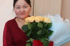 В Омске молодую мать заставили заплатить налог на подарки от чиновников в роддоме