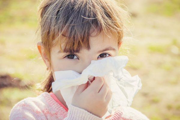 «Все вокруг цветет, а я чихаю». Важные вопросы о сезонной аллергии