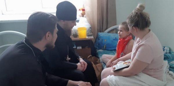 Священники навестили детей, пострадавших во время пожара в храме в Челябинской области