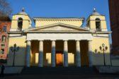 Московские католики молятся о жертвах терактов на Шри-Ланке на пасхальной мессе