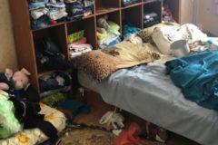 В Мытищах нашли четверых детей без документов, живших в захламленной квартире