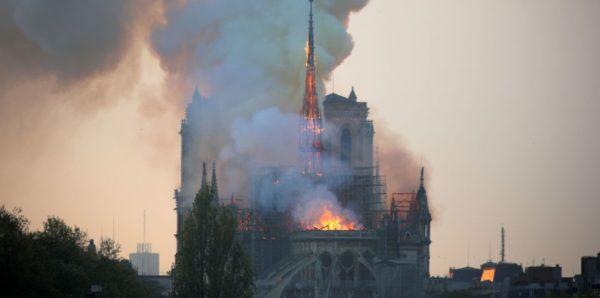 В Русской Церкви назвали пожар в соборе Парижской Богоматери трагедией для всего христианского мира