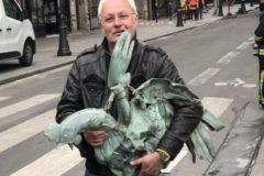 Под завалами Нотр-Дама нашли уцелевшую фигурку петуха с мощами святых