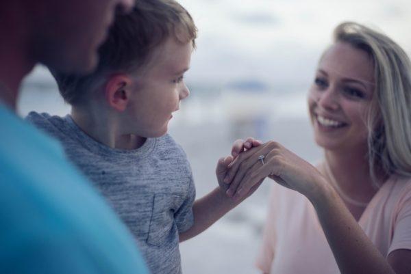 «Волонтерство – отличный семейный отдых». 7 советов, как вырастить детей добрыми