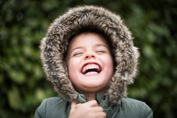 «Не пора ли снять шапочку?» 5 вопросов о детской одежде весной