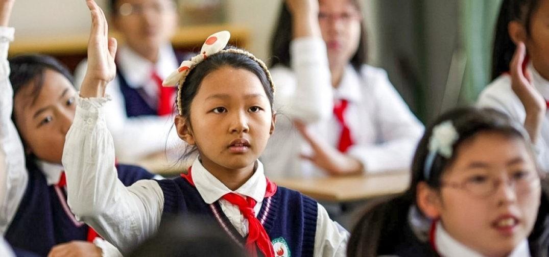 «Это похоже на тюрьму». В школах Китая контролируют детей на уроках с помощью искусственного интеллекта