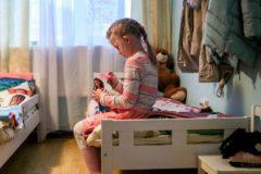 """""""Девочка своим поведением """"позорит"""" правильную семью """". Почему отказ от приемного ребенка — это трагедия"""