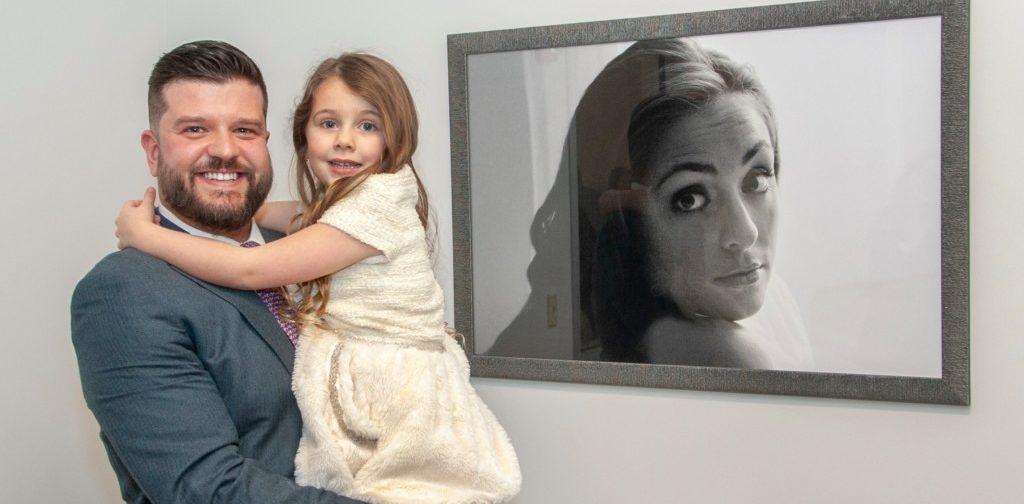«Послеродовую депрессию нужно лечить как рак». После гибели жены молодой отец открыл центр поддержки для женщин