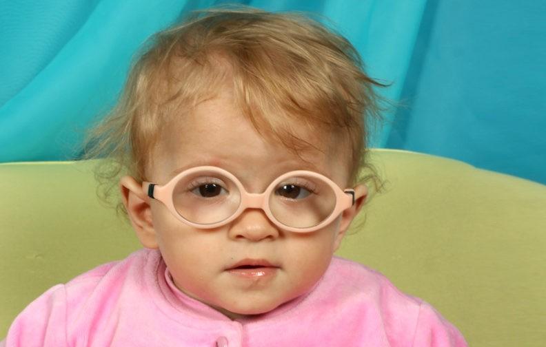 «Вы просто перегрели ребенка», – сказал врач. А у Саши один из 350 видов этой болезни