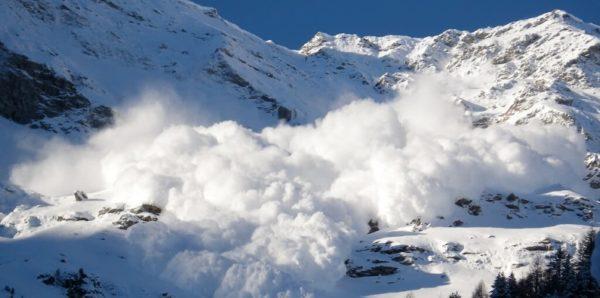 На Алтае из-за схода лавины погибли семь человек, двое выжили