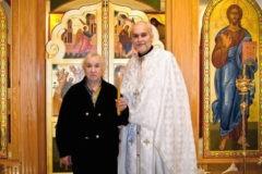 «Диаконы учат меня служить». Для каждой литургии американский священник строит храм, а потом освобождает помещение