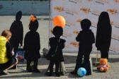 """""""Лиза Алерт"""" установит 84 силуэта пропавших детей в международный день памяти"""