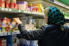 Росстат: Почти половина российских семей может покупать только еду и одежду