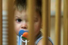 Юрист: Предложения общественности в закон о приемных семьях не стали учитывать