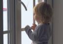 Более сотни детей выпали из окон в России с начала года