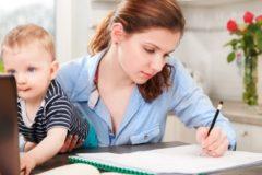 Минтруд хочет открыть в университетах детские комнаты для помощи молодым мамам