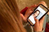 «Отметил бывшую девушку на фото новой». Как подростков травят в Instagram