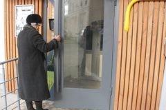 Мать-одиночка или семья с инвалидом: Россияне рассказали, кого хотели бы видеть в соседях