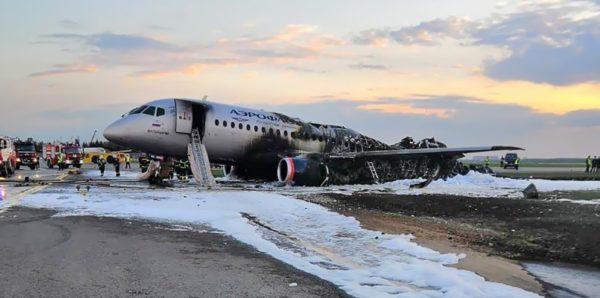 Следственный комитет назвал возможные причины крушения самолета в Шереметьеве