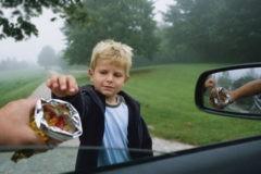 «Увидели ребенка на заднем сиденье – но похититель успокоил». Оставайся на месте, зови на помощь – 10 советов, как защитить детей