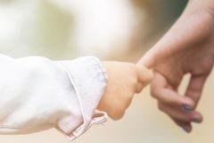 Госдума приняла закон, позволяющий усыновлять детей людям с ВИЧ