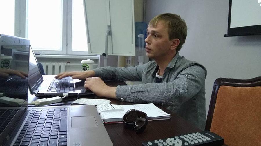 """""""Не дали воспользоваться телефоном и вызвать адвоката"""". В Москве задержали известного журналиста по подозрению в сбыте наркотиков"""