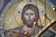 Мы живем в век, когда вера кажется простой и очевидной. Благодаря кому мы поклоняемся Живому Богу?