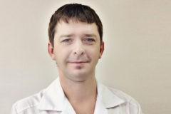 «Самолет трясло, а мы набирали лекарство и делали укол». Как пластический хирург спас ребенка во время полета