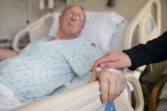 """""""Пускать родных обязали, а реанимация не изменилась"""". 5 вопросов к закону о допуске родных к пациентам"""