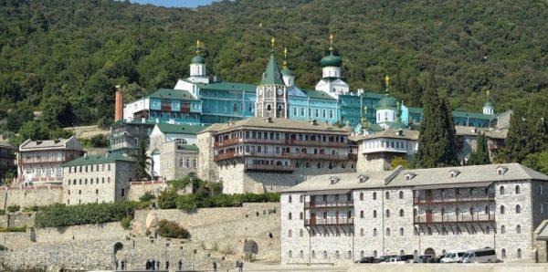 Афон попросил украинских паломников предъявлять справку от канонической Церкви