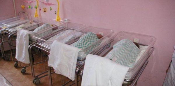 За прошедший год россиянки оставили в роддомах почти три тысячи детей