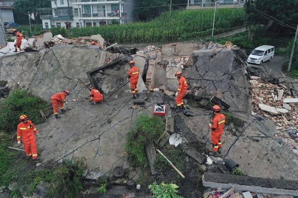 Два землетрясения в Китае: более 10 погибших, более 130 пострадавших