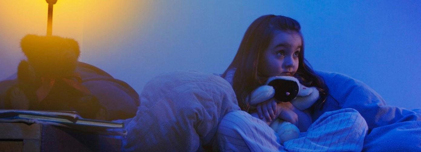 Путешествие на территорию страха. Что делать, если ребенок боится темноты?