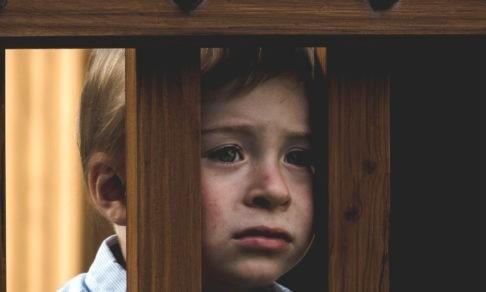 «Мне подсунули бракованного ребенка». Почему родители возвращают его в детский дом