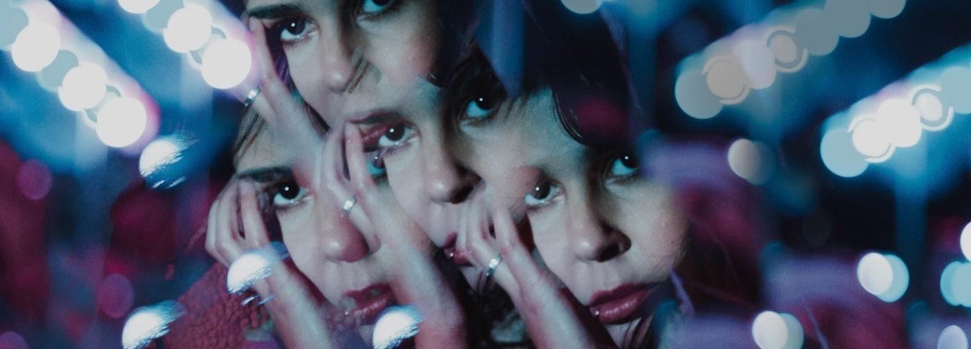 «Я полчаса рассматривала себя в зеркало, а потом ревела». Как живут люди с дисморфофобией