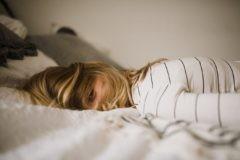 «Не хочу просыпаться по утрам». Как распознать эмоциональное выгорание дома и на работе