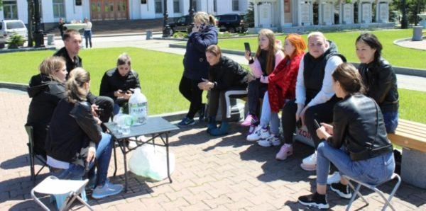 В Хабаровске сироты объявили голодовку, требуя положенное им жилье