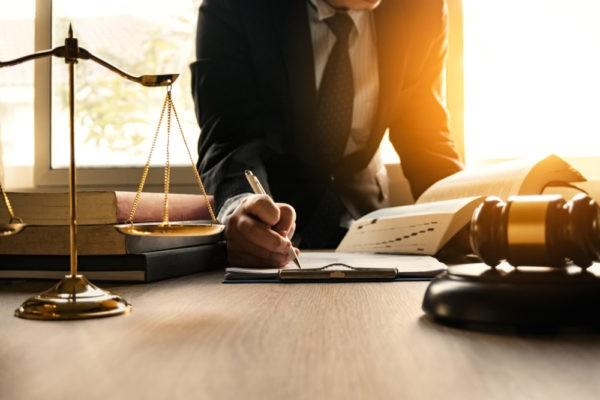 «Законы не важны, люди бегут, руки опускаются». Сотрудники судебной системы – честно и анонимно о своей работе