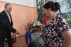 Путин пообщался спострадавшим отнаводнения в Иркутской области ребенком