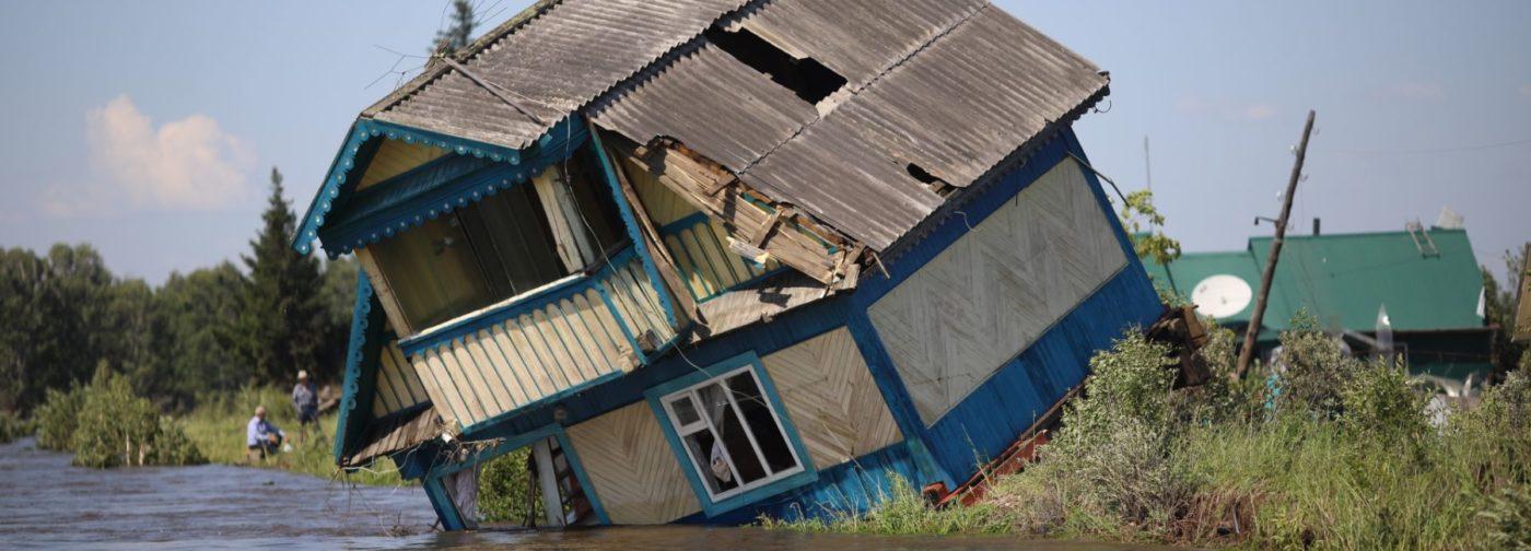 Успели в последний момент, провели ночь на крыше. Наводнение в Иркутской области — как это было