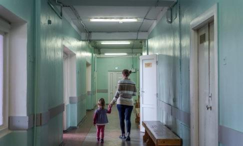 """""""Кто будет оперировать?"""" Массовые увольнения врачей в Великом Новгороде - что происходит"""