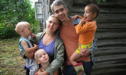 «Просто шестеро детей – родные махнули рукой». Можно ли дать им все, что положено?