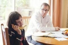 В подростках раздражает то, что взрослые не принимают в себе. Но хуже, если в семье нет конфликтов